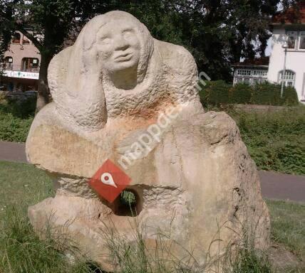 Sandsteinskulptur - Anna träumt